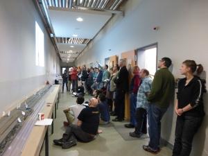 Työvuorojen tapaaminen käytäväkokouksessa. Kuva: CarolCotterill@ECORD_IODP